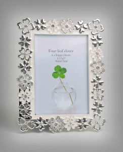 PF1086 - Enamaled Silver Plated Photo Frame with Flower Cutting Decorative Border